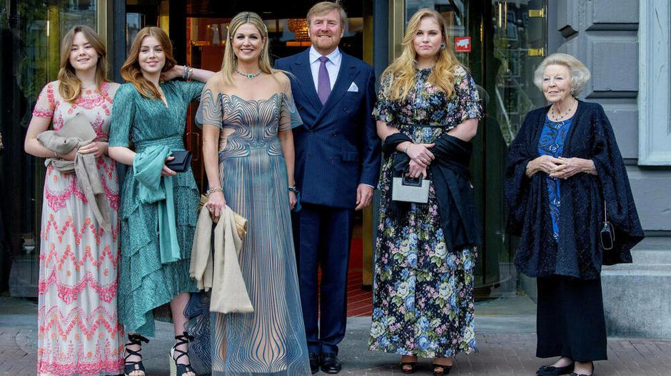 荷兰女王狗血情事!不顾人民嫁纳粹老公遭全国辱骂,婚礼现场变战场?