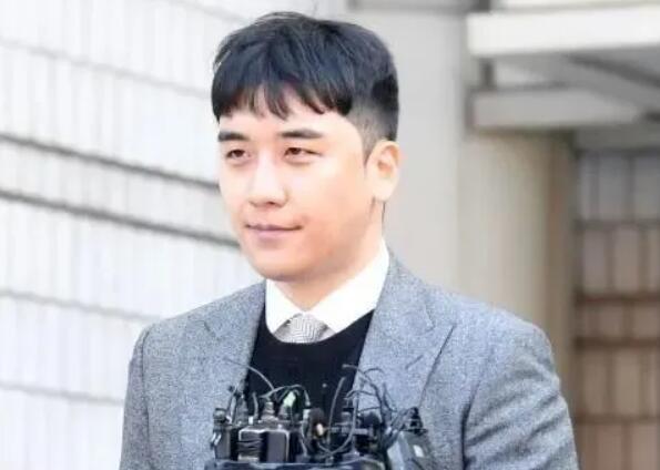 """""""堂堂正正""""李胜利,跌跌撞撞进监狱"""