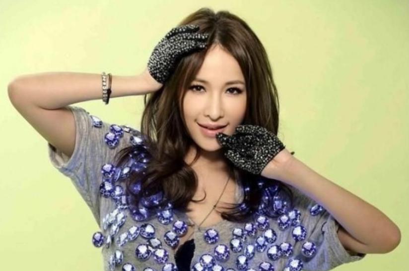 萧亚轩VS陈意涵:女海王的两种人生