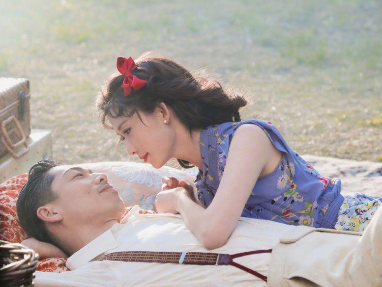 林志玲结婚之后形象大变,打扮成了日本女人的样子,与黑泽良平浪漫野餐